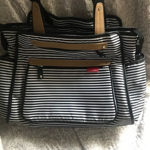 Skip Hop Unisex Baby Bag &changing pad. Used twice